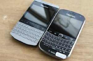 https://alfinarifin.files.wordpress.com/2012/07/brand-new-blackberry-porsche-design-p9981-arabic-and-english-keyboard_1.jpg?w=300